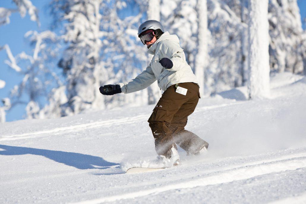 Pikku-Syötteen rinteillä nautitaan lumilautailusta, laskettelusta, hiihdosta ja myös frisbeegolfista koko talvikauden, pitkälle kevääseen.
