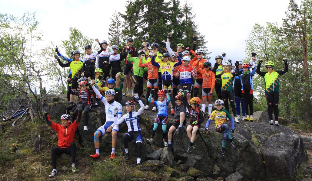 Aiemmin Kultainen Kampi –nimeä kantanut Bikester Talenttileiri keräsi jopa 30 nuorta pyöräilijää ympäri Suomea harjoittelemaan Pikku-Syötteelle Lotta Lepistön ja Joonas Henttalan kanssa.