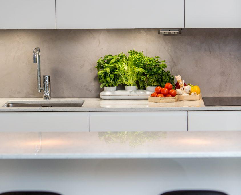 Mikrosementti seinäpinta keittiö 2