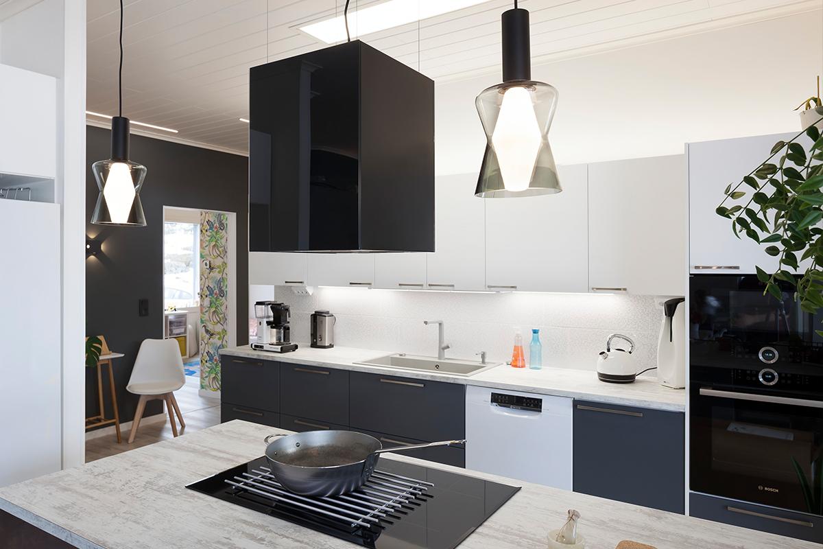 Sähkölaitejätettä ovat kaikenkokoisetsähköllä, akulla tai paristolla toimivat kodinkoneet ja –laitteet