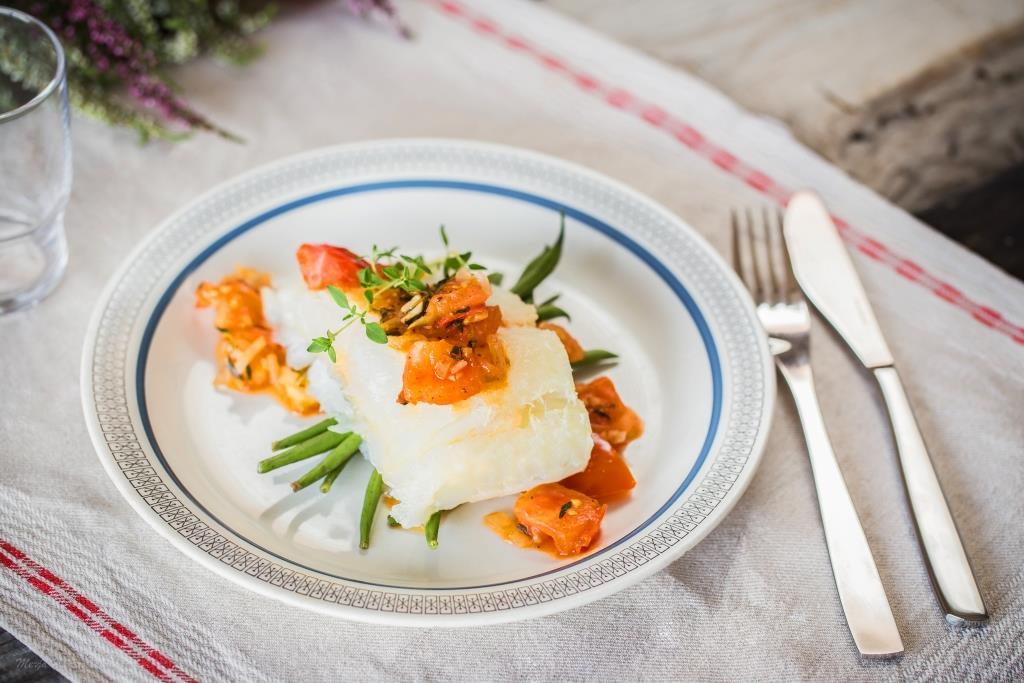 Lipeäkala tomaattisalsalla